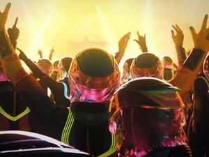 Κορωνοϊός: Δημιούργησαν ειδική στολή για... συναυλίες και clubbing (φωτο+video)