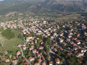 Αγναντεύοντας τη γραφική κωμόπολη των Καλαβρύτων πανοραμικά (video)