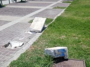 Το σπασμένο παγκάκι είναι μόνο ένα δείγμα της υποβάθμισης της ομορφότερης πλατείας της Πάτρας