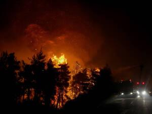 Μεγάλη πυρκαγιά ξέσπασε στη Ζάκυνθο (video)