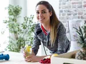 Απλές συνήθειες για να νιώσετε καλύτερα με το σώμα σας