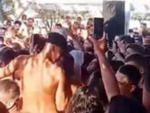 Συνωστισμός σε beach bar στην Αχαΐα - Φώναζαν «Δεν υπάρχει ιός, μόνο πάρτι, μαγκιά κι αλκοόλ» (video)