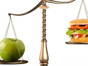 Οι συνήθειες που 'σαμποτάρουν' την ισορροπημένη διατροφή