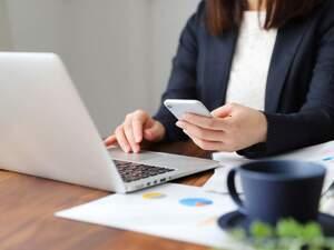 Κορωνοϊός - Υποχρεωτική τηλεργασία για το 40% των εργαζομένων σε δημόσιο και ιδιωτικό τομέα