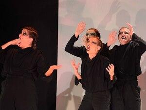 Καταχειροκροτήθηκε από το κοινό της Πάτρας το θεατρικό έργο «ΟΔΥΣΣΕΙΑ revolted» (φωτο)