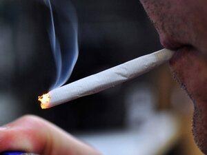 Νέα έρευνα: Το κάπνισμα αυξάνει τον κίνδυνο θανατηφόρας εγκεφαλικής αιμορραγίας