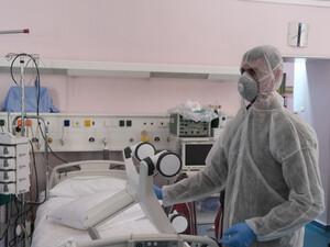 «Επιστράτευση» σε δημόσια και ιδιωτικά νοσοκομεία για τη «μάχη» του κορωνοϊού