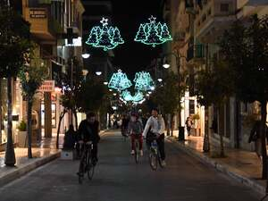 Η Χριστουγεννιάτικη Πάτρα της καραντίνας με τα γιορτινά φώτα (φωτό)
