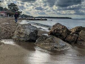 Σάββας Τζάκης - 'Οργώνει' τις παραλίες της Πάτρας στην 'καρδιά' του χειμώνα
