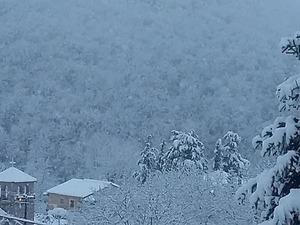 Ο χιονιάς έκανε ακόμα πιο όμορφο το Κρυονέρι Καλαβρύτων (pics+video)