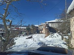 'Αγαπάμε' Λεόντιο - Ο χιονιάς σκέπασε το χωριό του Παναχαϊκού (φωτο)