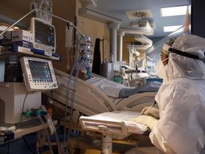 Κορωνοϊός: 566 νέα κρούσματα και 30 θάνατοι - Στους 320 οι διασωληνωμένοι