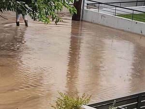 Δυτική Ελλάδα: 'Έσπασε' το ποτάμι, 'πνίγηκε' χωριό στην Ηλεία - Απεγκλωβισμός ηλικιωμένου
