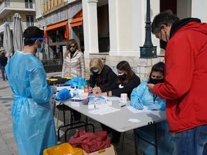 Πάτρα: Διενέργεια νέων rapid test στην πλατεία Γεωργίου (φωτο)