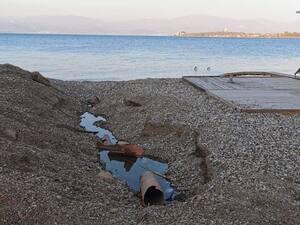 Άγιος Βασίλειος Πάτρας: Έσπασαν τους σωλήνες και τους άφησαν στη μέση της παραλίας (φωτο)