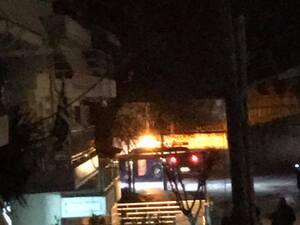 Πάτρα: Φωτιά σε κολώνα της ΔΕΗ στην οδό Άθω (φωτο)