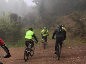 Ποδήλατο πάνω στα... σύννεφα της Τσαπουρνιάς από Πατρινούς (βίντεο)