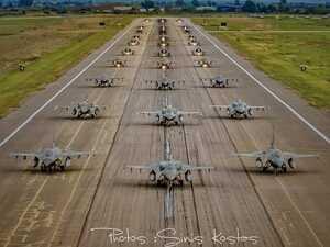 Εντυπωσιακό το 'Elephant Walk' στην 117 Πτέρυγα Μάχης στην Ανδραβίδα