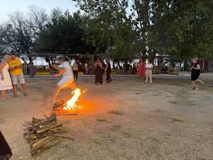 Πάτρα: Οι ΣΦήγΚΕΣ έβαλαν... φωτιές στην Πλαζ αναβιώνοντας ένα ιδιαίτερο έθιμο! (φωτο)