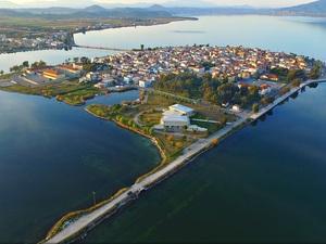 Εναέριο ταξίδι στο Αιτωλικό, την ιδιαίτερη κωμόπολη της Αιτωλοακαρνανίας (video)