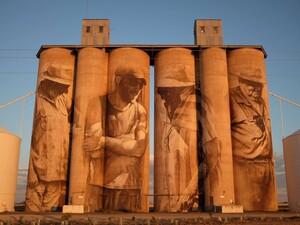 Ο Αυστραλός Guido Van Helten στην Πάτρα για την τελική τοιχογραφία του ArtWalk 6!