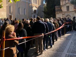 Φώφη Γεννηματά: Πλήθος κόσμου από όλη την Ελλάδα στη Μητρόπολη (video)
