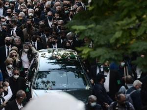 Όλη η Ελλάδα αποχαιρέτησε με χειροκροτήματα τη Φώφη Γεννηματά
