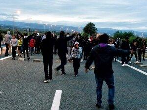 Κλειστός παραμένει ο αυτοκινητόδρομος Κορίνθου - Πατρών στο ύψος του Ζευγολατιού (video)