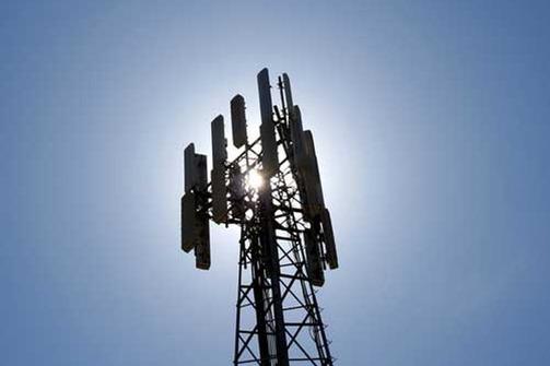 Φέρνει στην Πάτρα τον Δημόκριτο - Έρχεται 'ξήλωμα' για δεκάδες κεραίες κινητής τηλεφωνίας
