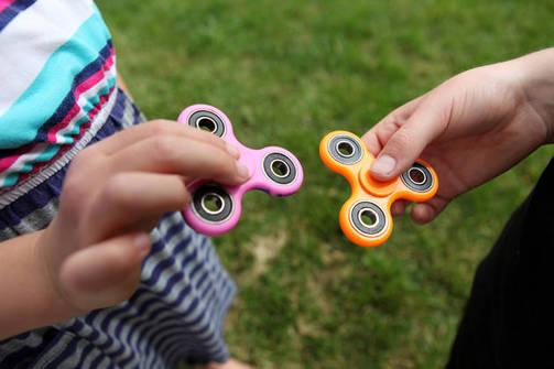 Fidget spinner - Η απόλυτη μανία που έχει κατακλύσει τα σχολεία της Πάτρας! (pics+vids)
