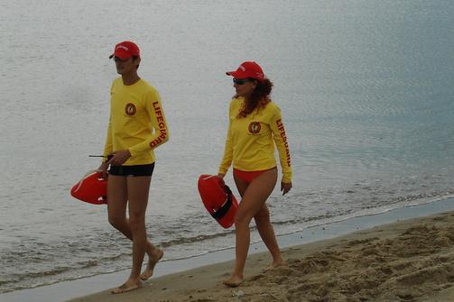 Οι ναυαγοσώστες πιάνουν δουλειά σε πέντε κοντινές παραλίες της Πάτρας