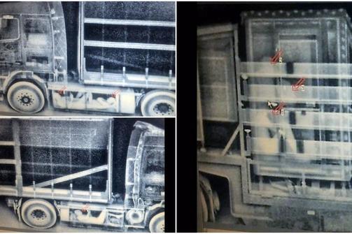 'Ακτινογραφία' σε νταλίκα που είχε κρυμμένους μετανάστες στο λιμάνι της Πάτρας (φωτο)