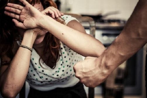 Πάτρα: Σύζυγος χτυπούσε την γυναίκα του μπροστά στα ανήλικα παιδιά τους!