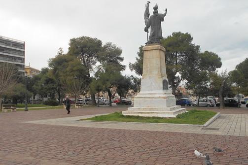 Πάτρα: Στέκι Ρομά τα Ψηλαλώνια και οι γύρω δρόμοι κοντά στην πλατεία