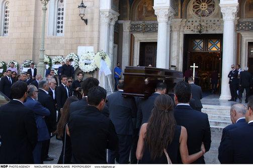 Βουβός θρήνος στην κηδεία του Σωκράτη Κόκκαλη τζούνιορ (φωτο)