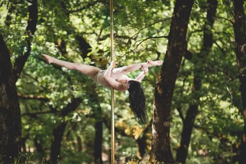 Ελένη Βαζάνα - Το κορίτσι που πάνω στο στύλο έχει πνοή, κίνηση και ρυθμό (pics)