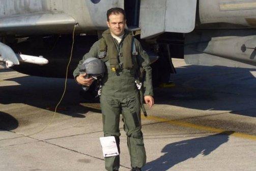 Ανελκύστηκε το μοιραίο αεροσκάφος που οδήγησε στο θάνατο τον Πατρινό Παναγιώτη Κεφάλα (video)