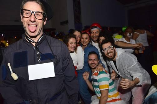 Οι καρναβαλιστές έγιναν 'μάστορες' του κεφιού σε ένα συνεργείο, κάπου στην Πάτρα (pics)