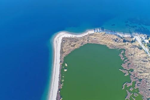 Σαν πίνακας ζωγραφικής - Η λιμνοθάλασσα της Αλυκής Αιγίου με το... πινέλο της φύσης (video)