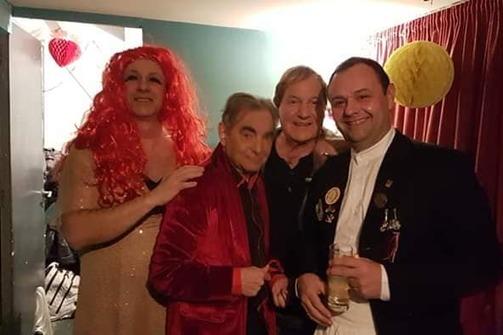 Καρναβαλικό κέφι και διάθεση στη χοροεσπερίδα με τον Τέρη Χρυσό! (φωτο)
