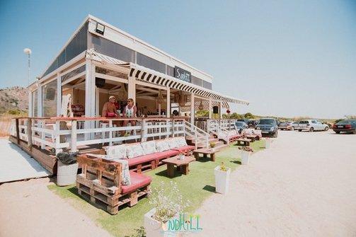 To Sandhill στην παραλία της Καλόγριας αναζητά προσωπικό