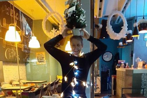 Ο πιο funky γιορτινός στολισμός που είδαμε στην Πάτρα!