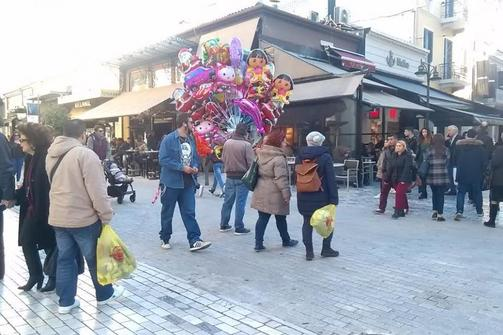 Πάτρα: Άνοιξαν τα εμπορικά μαγαζιά, γέμισαν οι καφετέριες