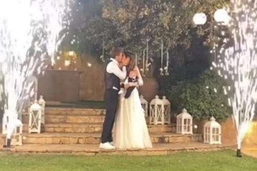 Ο Άκης Πετρετζίκης παντρεύτηκε την εκλεκτή της καρδιάς του, Κωνσταντίνα Παπαμιχαήλ