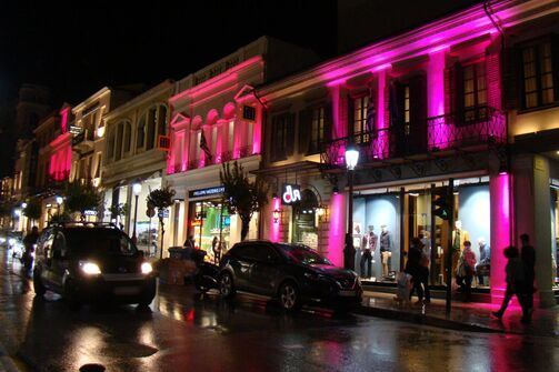 Το κέντρο της Πάτρας 'βάφτηκε' ροζ ενάντια στον καρκίνο του μαστού (φωτο)