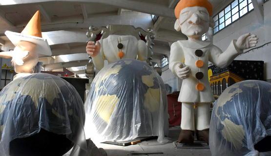 'Μα υπάρχει αγάπη εδώ...' - Στις αποθήκες του πρώην ΑΣΟ το καρναβάλι είναι μεράκι! (pics+vids)