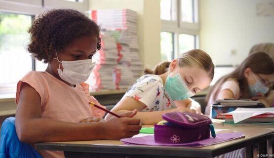 Αχαΐα: 'Ραβασάκια' από δικηγόρους 'αρνητών' γονέων για τις μάσκες και τα self test στα σχολεία!