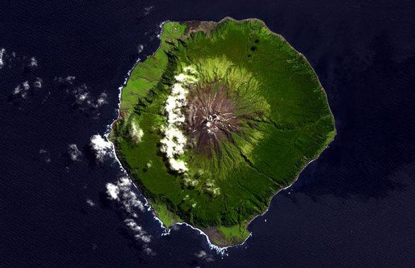 Tristan da Cunha (Μεγ. Βρετανία) Απόσταση: 3.218 χιλιόμετρα από την πιο κοντινή ήπειρο