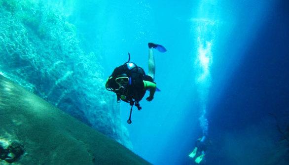 Τάφρος των Μαριαννών (Ινδονησία- Ιαπωνία) Βάθος: 11.035 μέτρα υπό το βυθό
