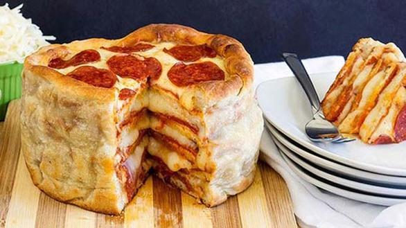 Πίτσα σε σχήμα και μέγεθος τούρτας που... σου τρέχουν τα σάλια! (pics)